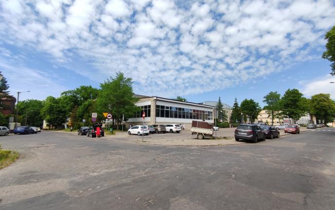 Na zdjęciu znajduje się skrzyżowanie ulicy Głowackiego oraz Jedności w Koszalinie