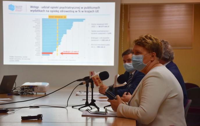 Na zdjęciu Izabela Ciuńczyk, lekarz psychiatra podczas konferencji
