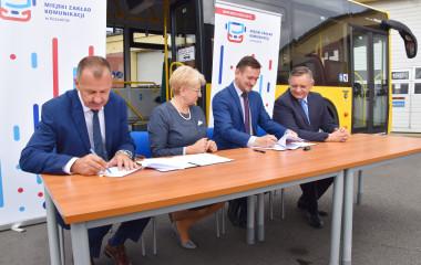 podpisanie umowy na zakup autobusów