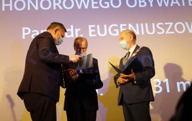 Na zdjęciu jest Piotr Jedliński, Eugeniusz Żuber oraz Jan Kuriata