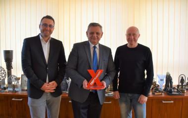 Organizatorzy TedxKoszalin z Prezydentem Piotrem Jedlińskim