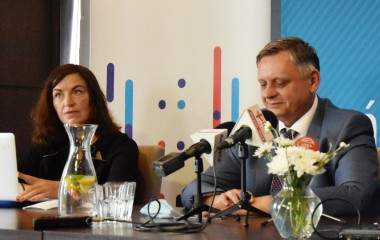 Na zdjęciu znajduje się prezydent Miasta Piotr Jedliński wraz z przedstawicielami Północnej Izby Gospodarczej