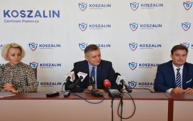 Na zdjęciu Pani J. Ciechomska, Prezydent P. Jedliński i rzecznik prasowy R. Grabowski