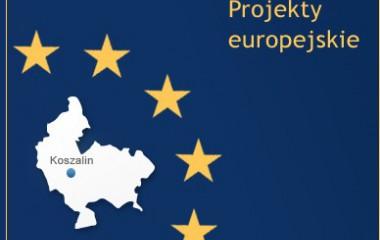 Zdjęcie z napisem Projekty Europejskie przedstawiające na granatowym tle mini mapę Koszalina wraz z gwiazdami Unii Europejskiej.